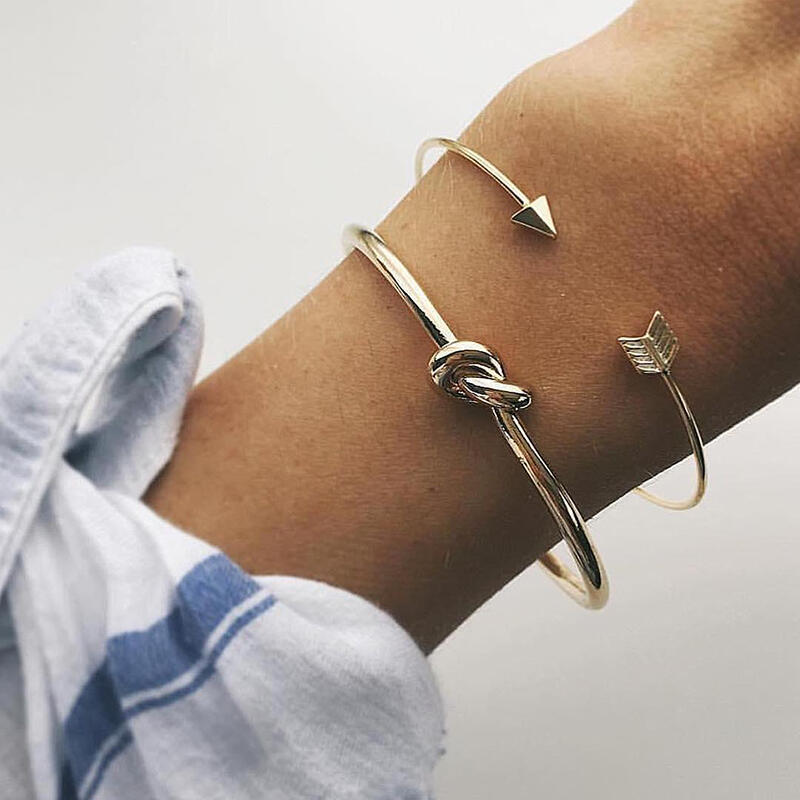 Bracelet 2Pcs Arrow Forever Love Knotted Opening Bracelet in Gold. Size: One Size