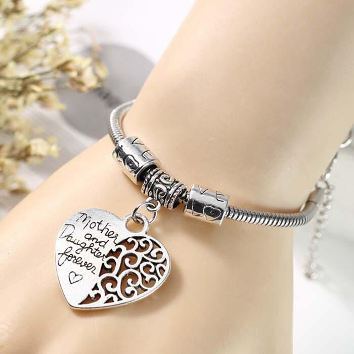 Bracelet Mother And Daugther Love Heart Pendant Bracelet in Silver. Size: One Size