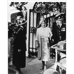 Photograph. Queen Elizabeth with Superintendent Peto, WW2